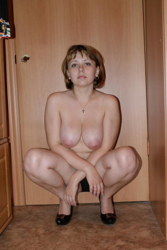 Парень снимает на камеру голую жену начальника, а тот не в курсе 12 фото