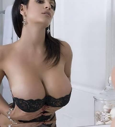 Подборка девушек с большой грудью 2 фото