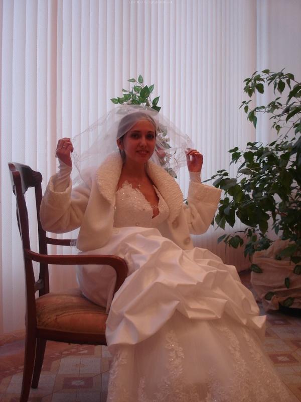 Русская жена сняла платье и показала мужу большую попу дома 1 фото