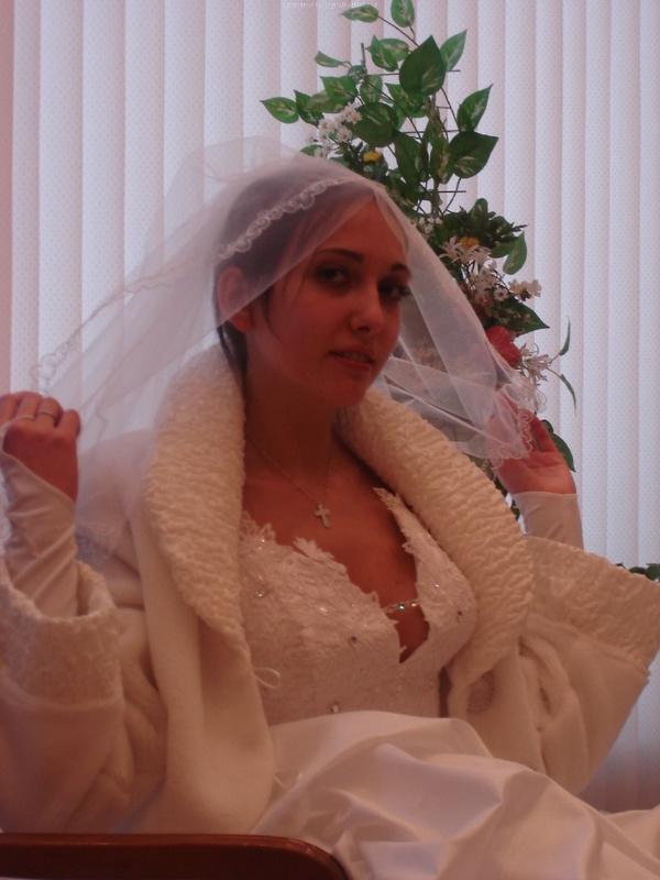 Русская жена сняла платье и показала мужу большую попу дома 2 фото
