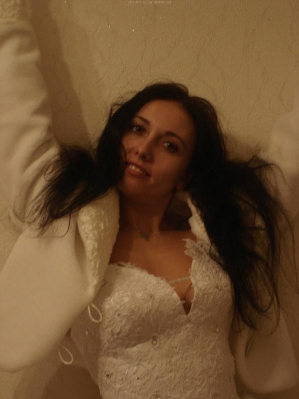 Русская жена сняла платье и показала мужу большую попу дома 8 фото