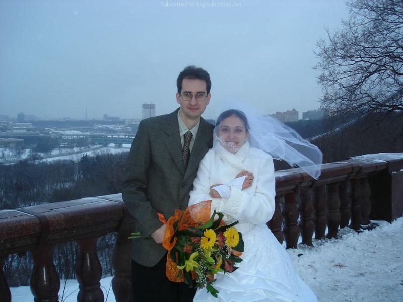 Русская жена сняла платье и показала мужу большую попу дома 3 фото
