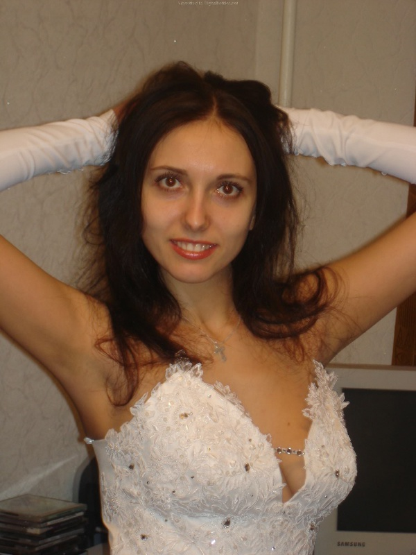 Русская жена сняла платье и показала мужу большую попу дома 4 фото