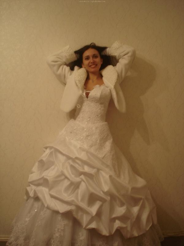 Русская жена сняла платье и показала мужу большую попу дома 7 фото