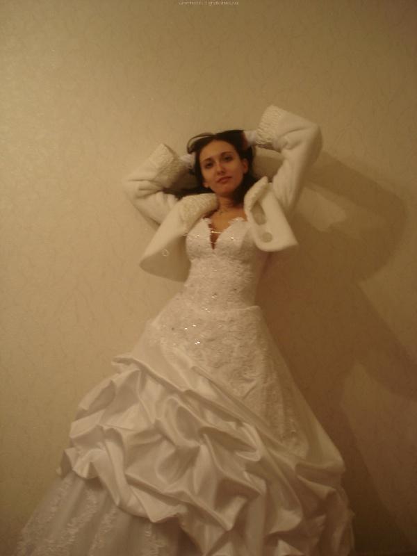 Русская жена сняла платье и показала мужу большую попу дома 9 фото