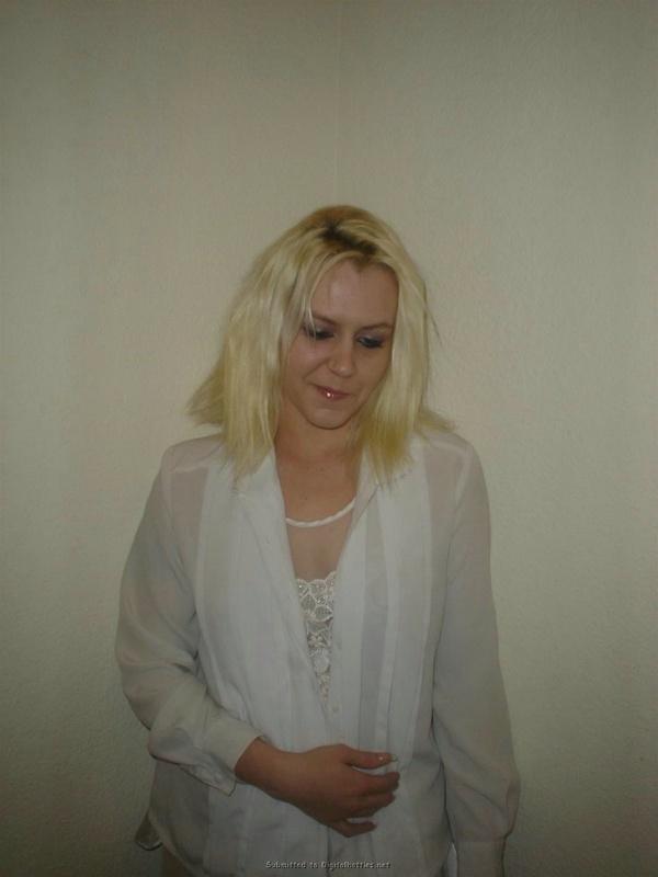 Личная коллекция домашних эро снимков рокерши-блондинки 20 фото