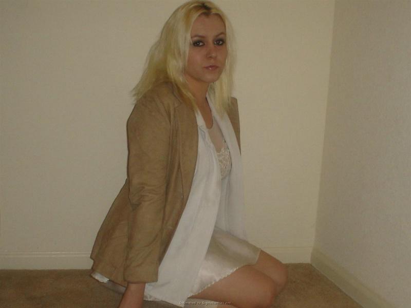 Личная коллекция домашних эро снимков рокерши-блондинки 13 фото
