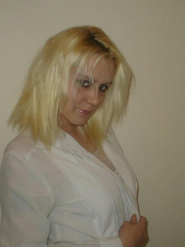 Личная коллекция домашних эро снимков рокерши-блондинки 21 фото