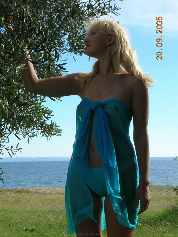 Кокетливая девица выложила свои интимные снимки в интернет 4 фото