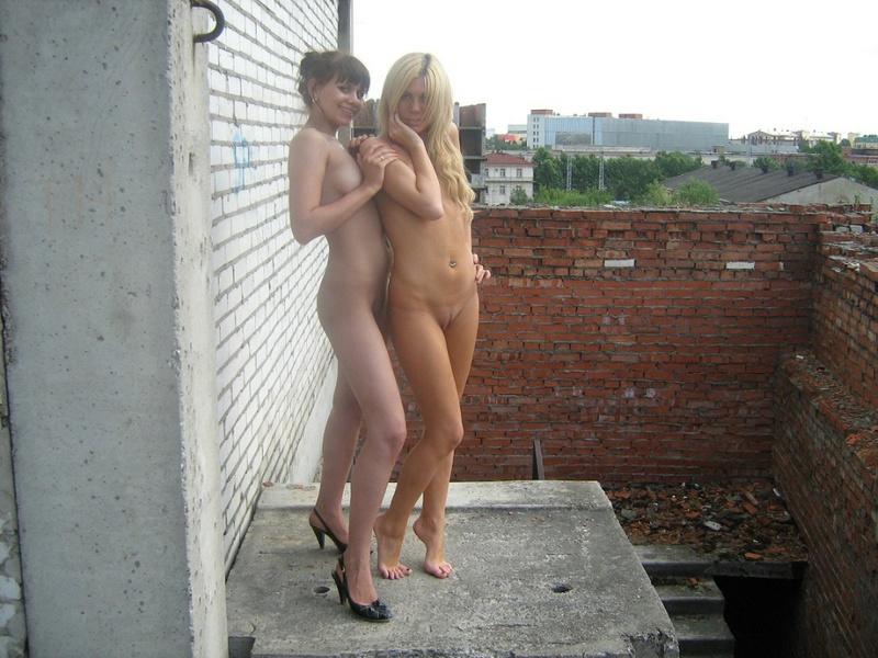 Две русских лесбиянки оголились на стройке 13 фото