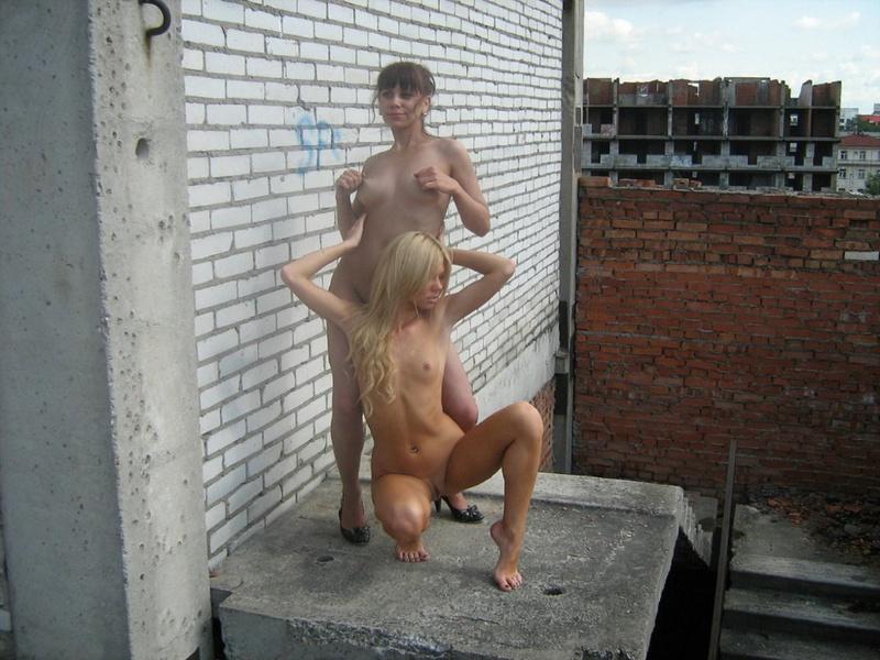 Две русских лесбиянки оголились на стройке 15 фото