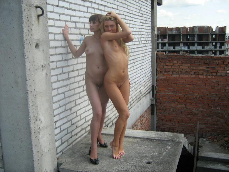 Две русских лесбиянки оголились на стройке 14 фото