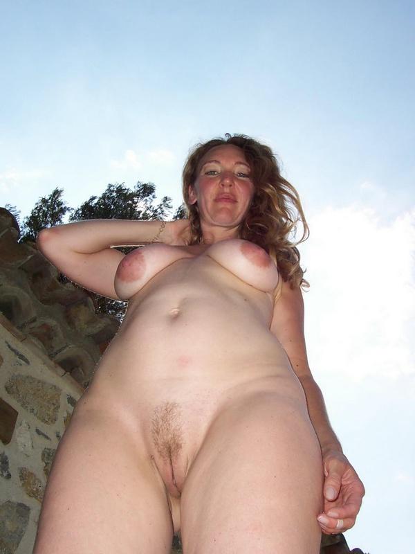 Грудастая жена 35ти лет подставляет тело под камеру для мужа 13 фото