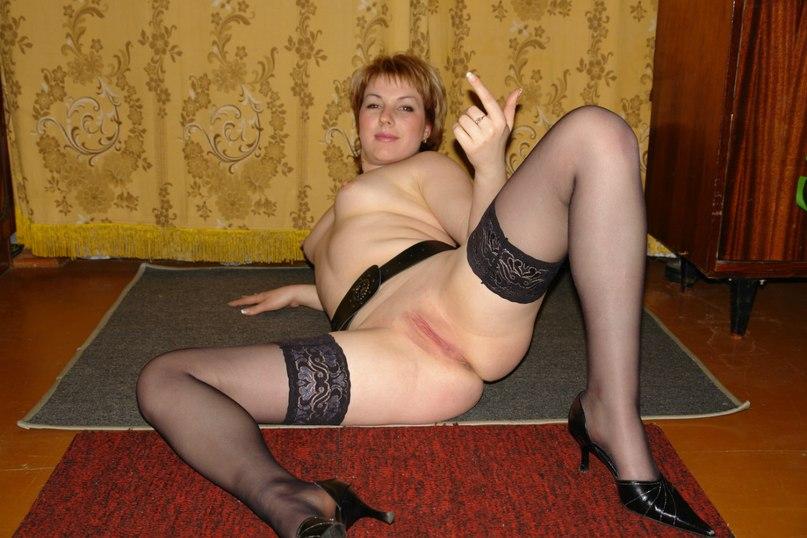 Похотливые дамы за 30 раздвигают ноги и встают рачком на камеру 3 фото
