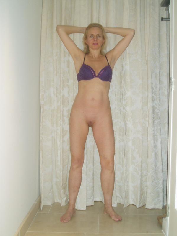 Зрелая блонда показала себя 3 фото