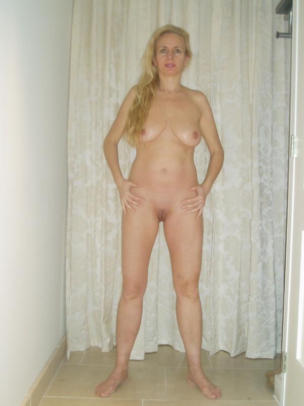Зрелая блонда показала себя 4 фото