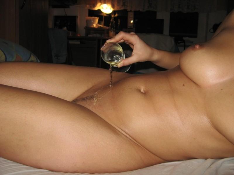 После ванной, баба напилась с любовником и собралась трахаться 14 фото