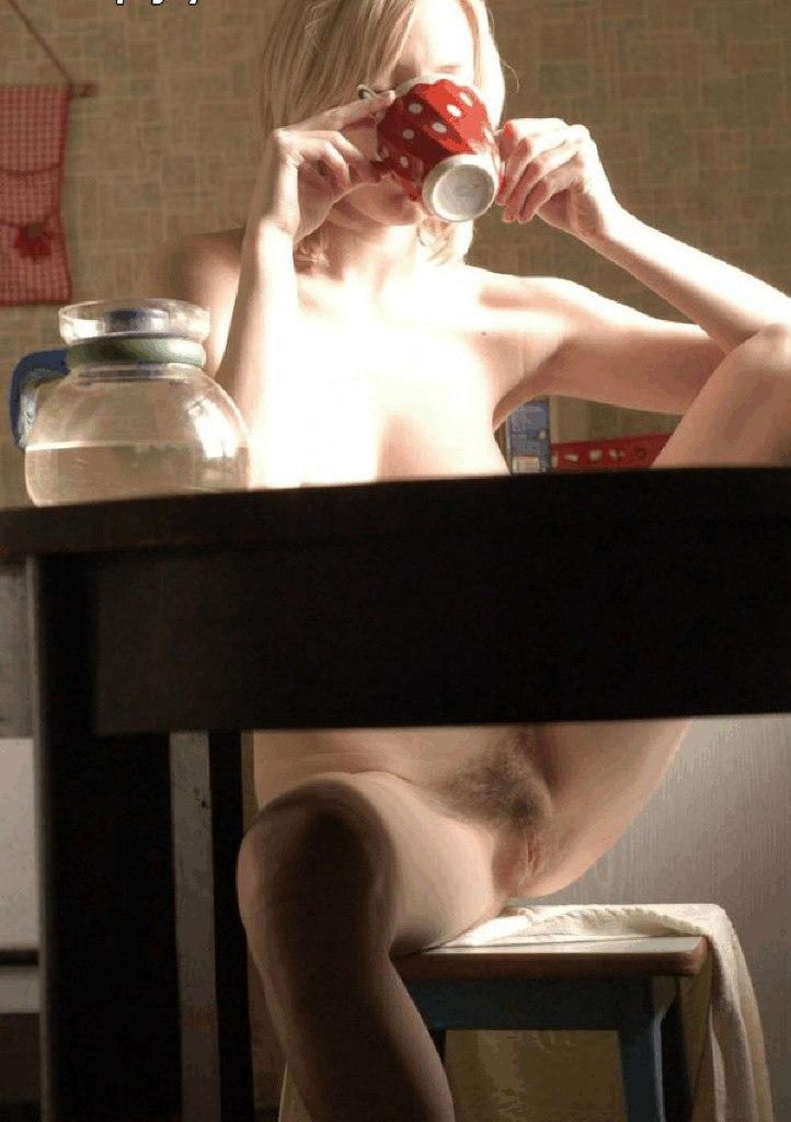 Подборка раскрытых писечек и анусов девушек с близких ракурсов 8 фото