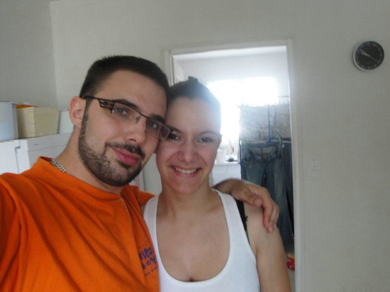 Брюнетка отсосала мужу член и дала в киску 1 фото