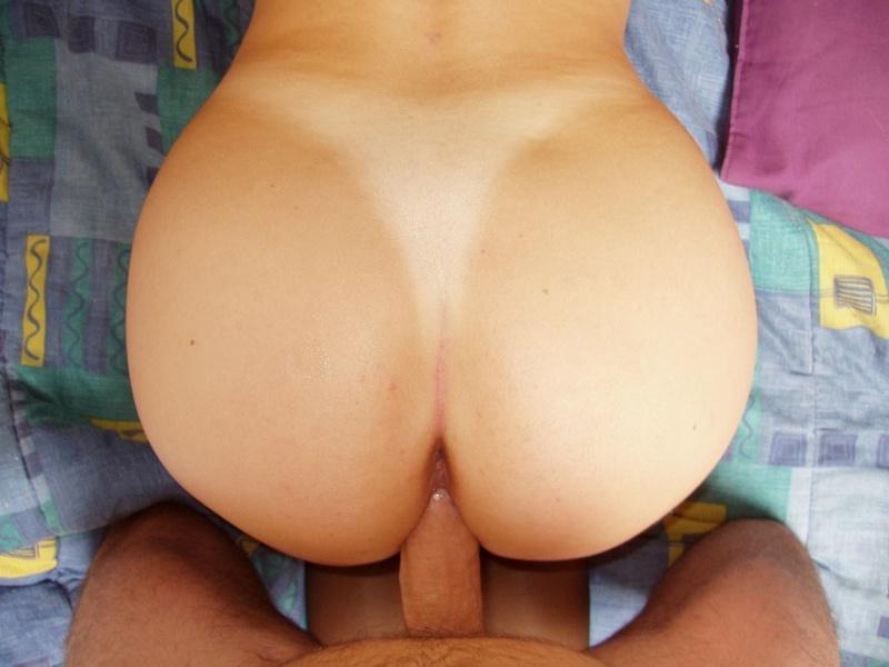 Сочная жена демонстрирует пышный зад и трахается с мужем 15 фото