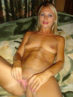 У наглой блондинки рогатки расставляются сами по себе в разные стороны