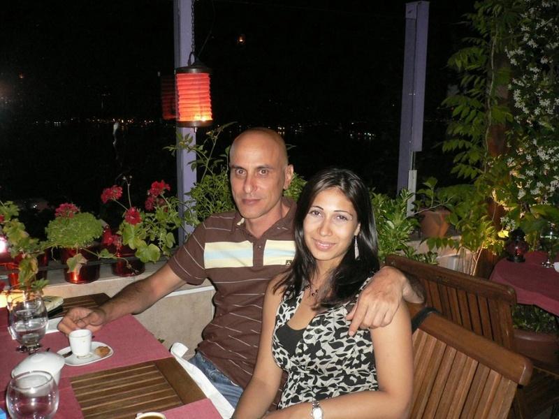 Мексиканка на курорте сосет член мужа и получает камшот 1 фото