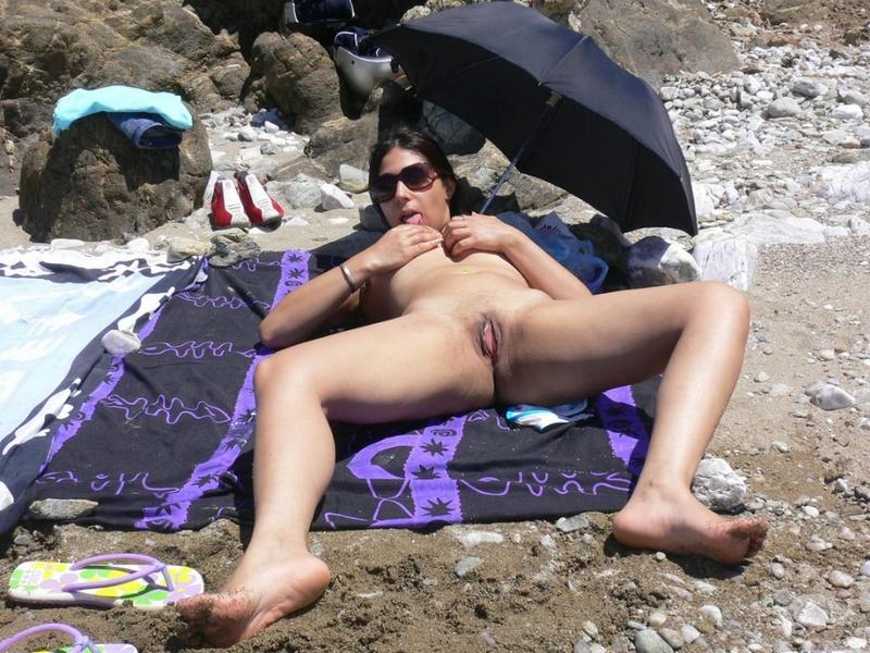 Мексиканка на курорте сосет член мужа и получает камшот 14 фото