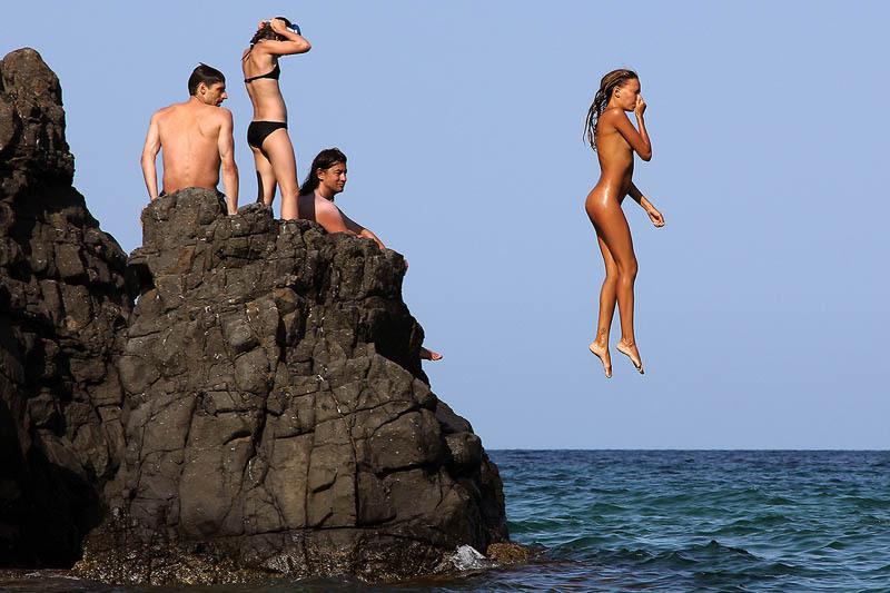 18летняя спортсменка с большой попой отдыхает на курорте голая 8 фото