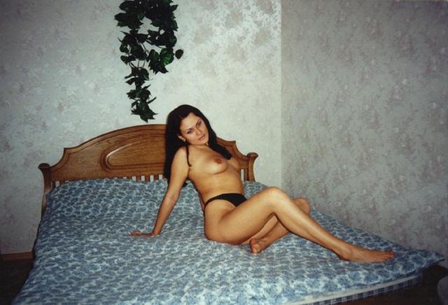 Ретро снимки девушек и женщин у себя дома 7 фото