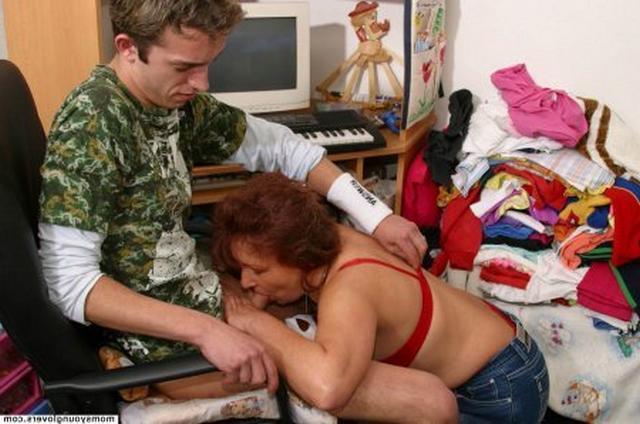 Сисястая тетка из России соблазнила дрища минетом 14 фото