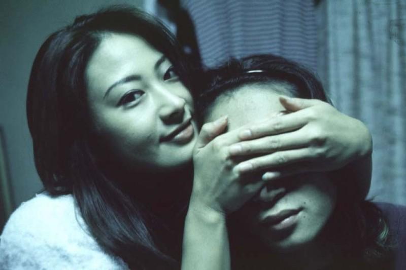 Азиатка раздвинула рогатку в кровати перед своим парнем 1 фото