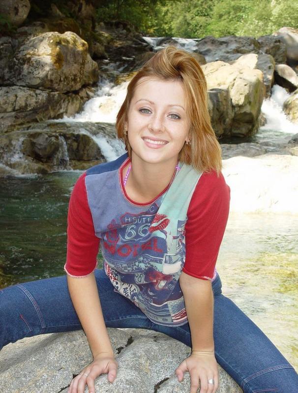 Канадская студентка раздевается на в горах 2 фото