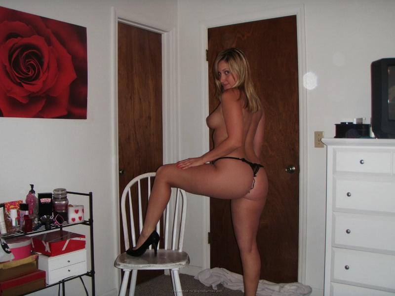 Студентка из Майами позирует в нижнем белье и голая для бойфренда 31 фото