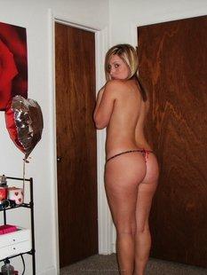 Студентка из Майами позирует в нижнем белье и голая для бойфренда