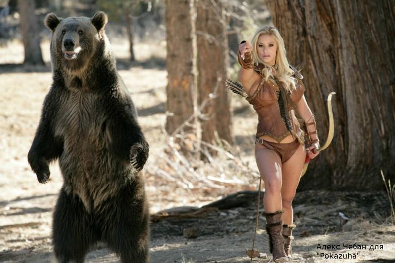 Эротика от сексуальной грудастой блондинки с медведем в дикой природе 1 фото