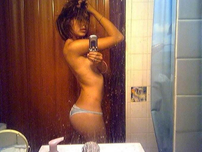 Подборка голых селфи в зеркале 3 фото