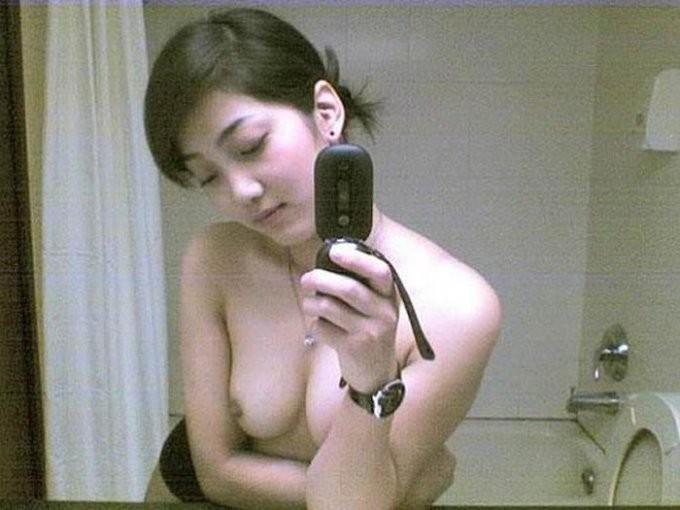 Подборка голых селфи в зеркале 9 фото