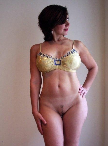 Дамочки оголили свои огромные дойки и большие задницы в домашней обстановке 21 фото