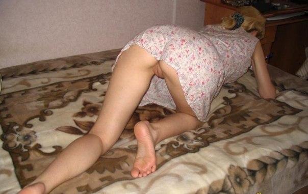 Дамочки оголили свои огромные дойки и большие задницы в домашней обстановке 7 фото