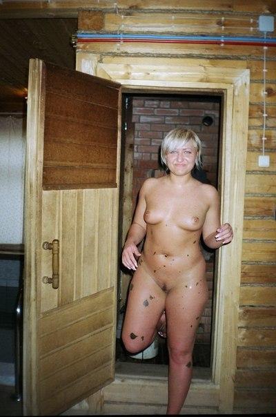 Дамочки оголили свои огромные дойки и большие задницы в домашней обстановке 19 фото
