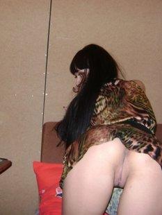 Брюнетка показала интимную стрижку па киске