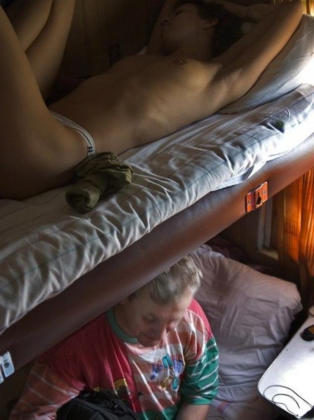 Сексуальные попутчицы раздеваются в поездах 13 фото