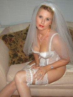 Русская невеста пошло раздевается для мужа перед брачной ночью