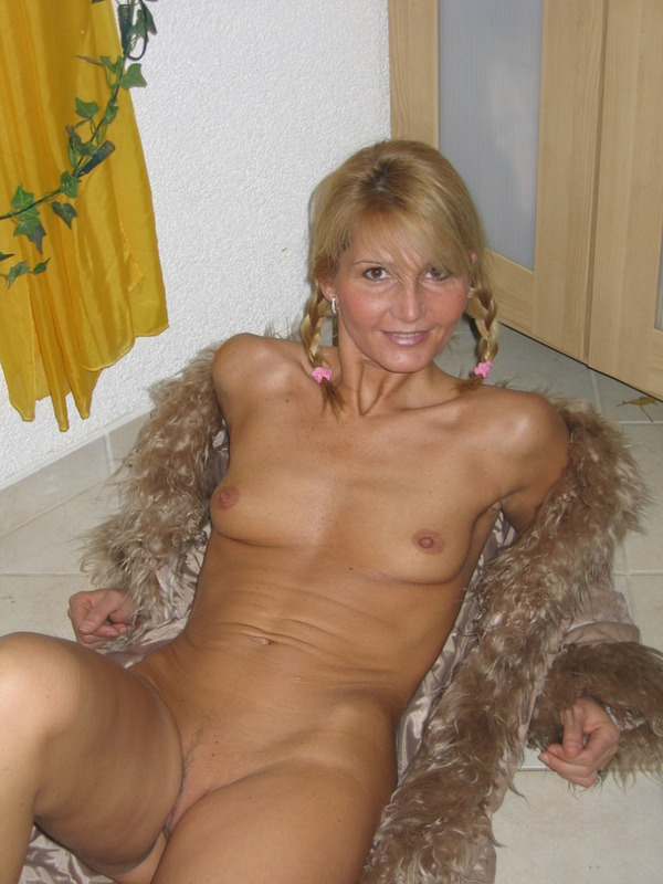 Гламурная блондинка впервые позирует голышом перед камерой 7 фото
