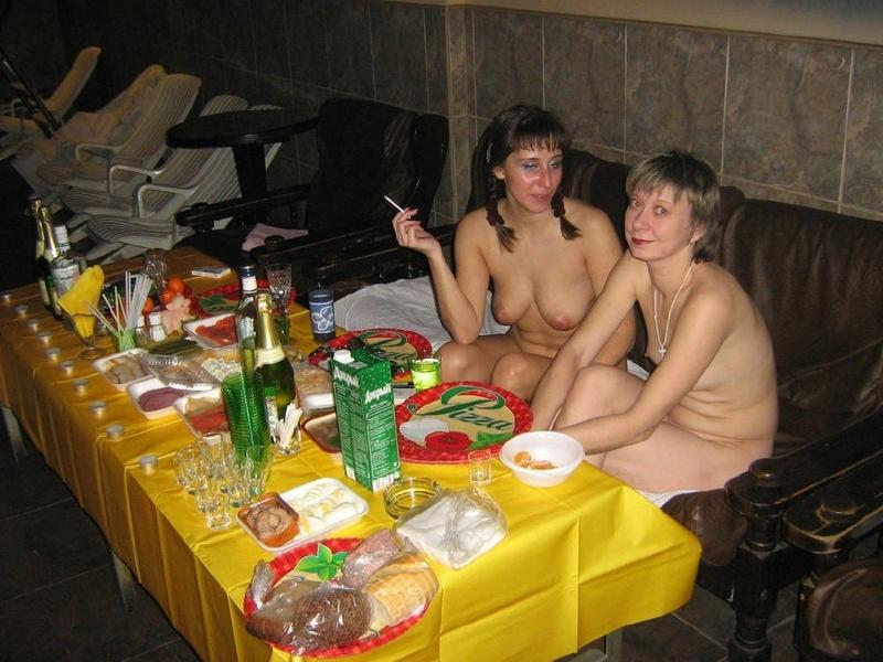 Пьяная групповуха русских в стиле ЖМЖ со страпоном 6 фото
