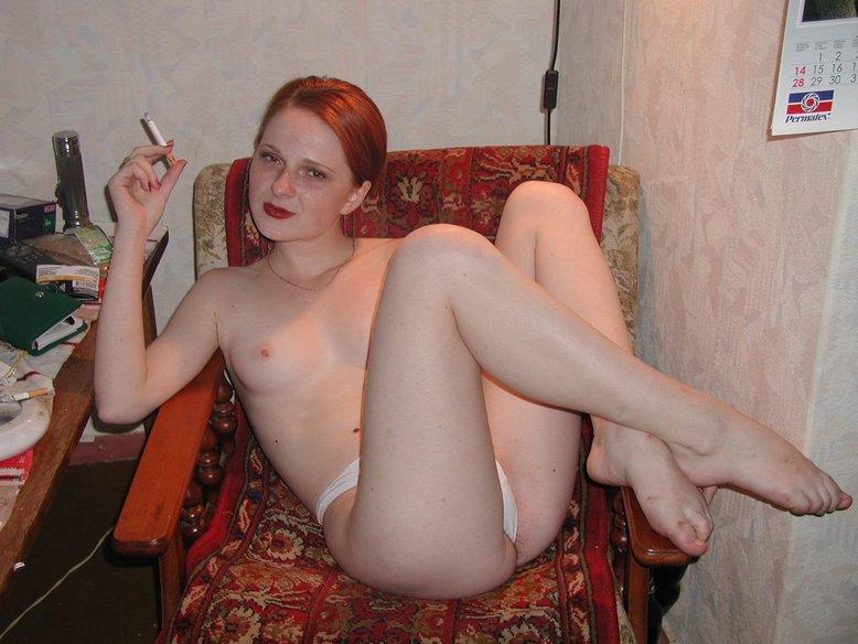 Рыжая сучка хороша и без нижнего белья 12 фото