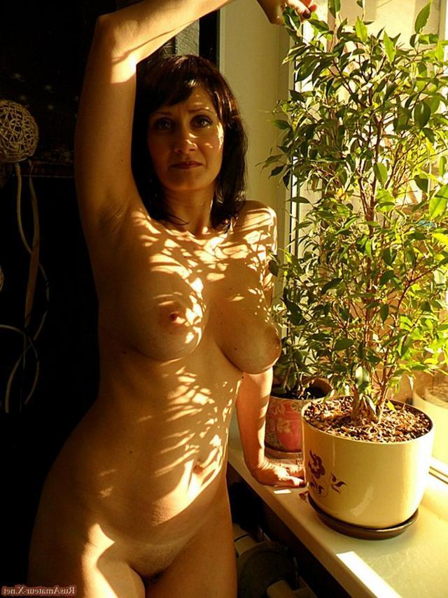 40летняя мать одиночка с дородной фигурой красуется увесистыми титьками 6 фото