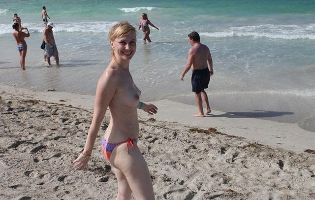Коллекция частных снимков 40летней туристки с отдыха на море 3 фото