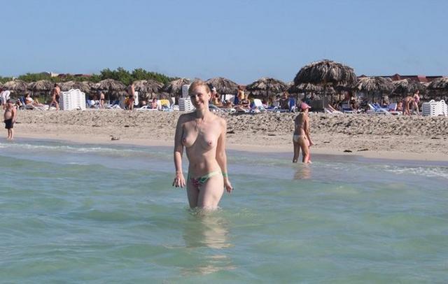 Коллекция частных снимков 40летней туристки с отдыха на море 18 фото