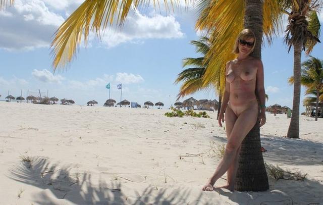 Коллекция частных снимков 40летней туристки с отдыха на море 17 фото